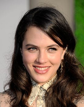 Jessica Brown Findlay in The Guernsey Literary & Potato Peel Pie Society